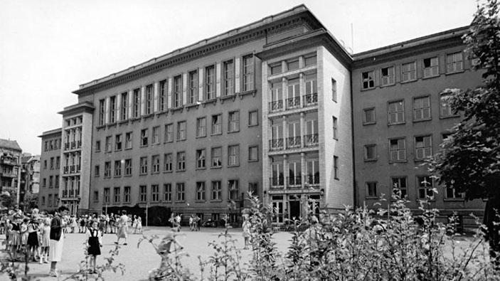 Günter bekommt ein Angebot, Ungarischer Volksaufstand